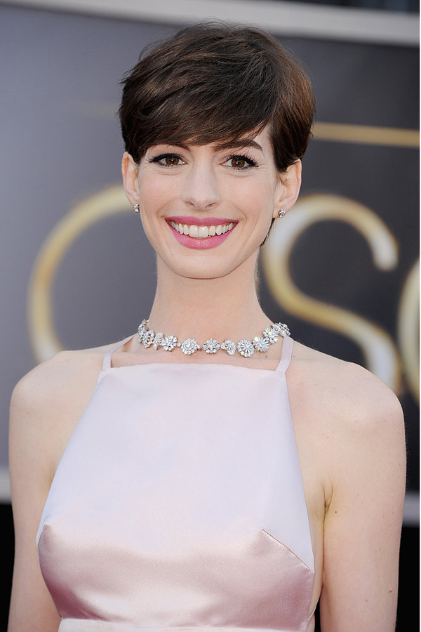 Anne Hathaway brunette with white dress for the Oscars