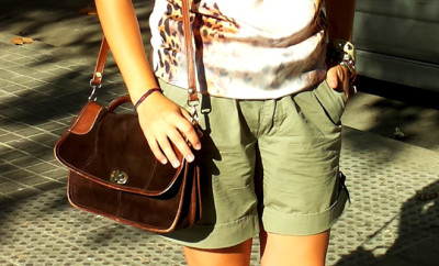how.to.wear.animal-print-summer-army-shorts