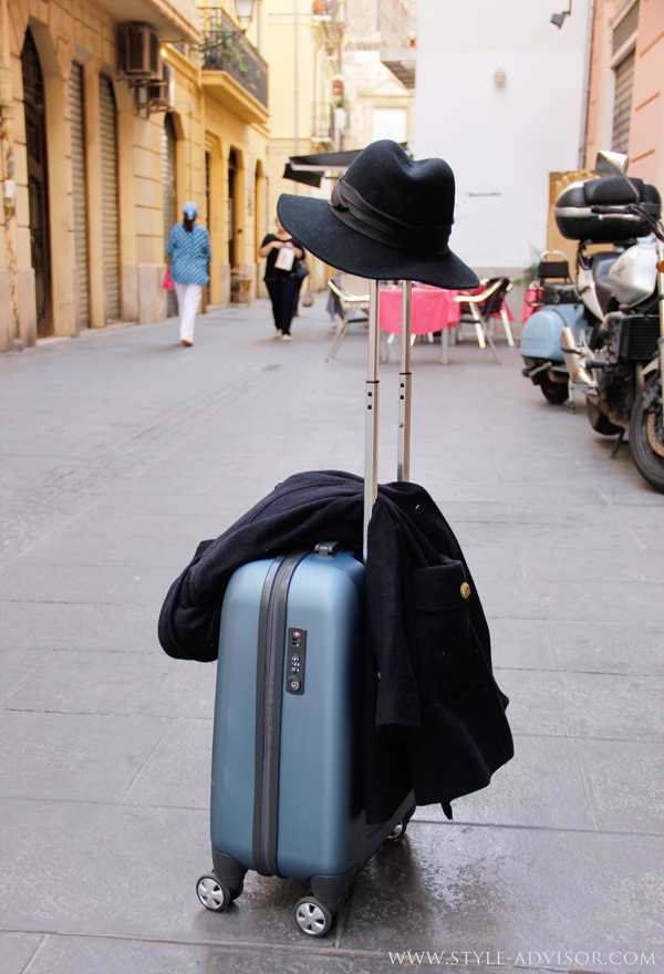 traveling-style-fashion-luggage-hat