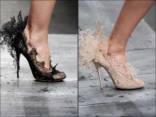 Lace stiletto shoes