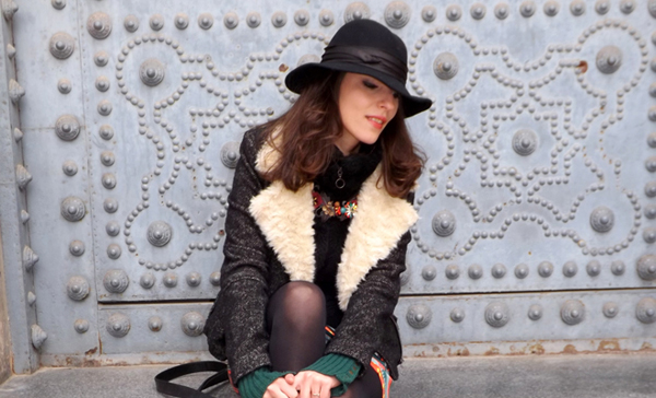 Beautiful hat and cool, casual look of Style Advisor model