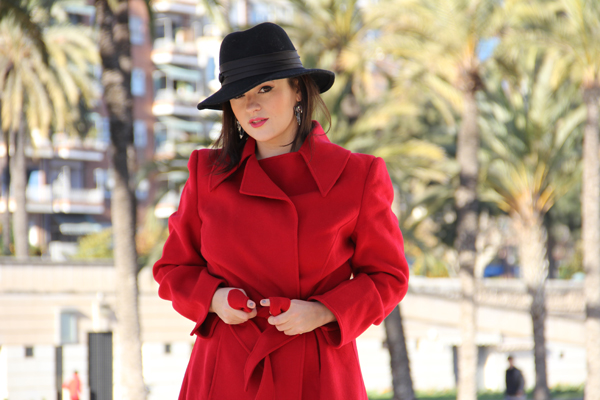 style advisor red-coat-glamourous-look-black-hat-the-best-photo