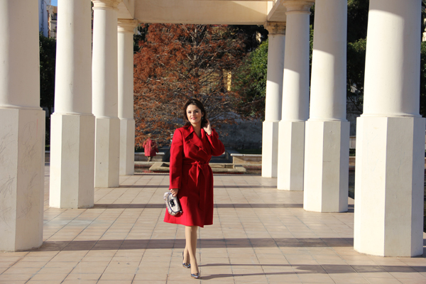 style-advisor-red-coat-and-beautiful-hat-how-to-dress-on-valentine's-day