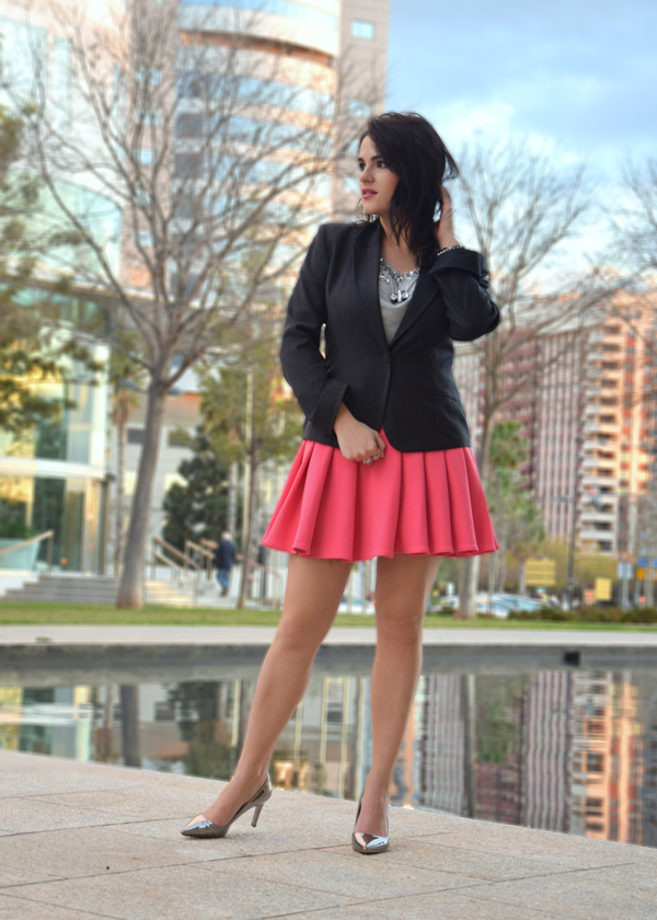 fashion blogger posing in pink skirt and grey shirt style advisor