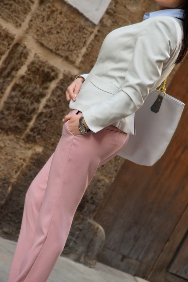Girl wearing pink trousers from Zara and H&M blazer