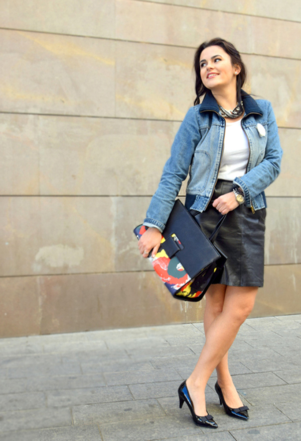 Fashion blogger in casual look with denim, leather and a beautiful Chanel bag
