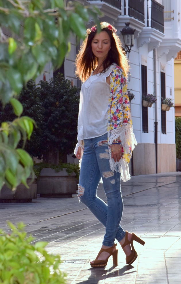 Girl as a modern hippie in bohemian outfit wearing boyfriend jeans, sandals and a Zara jacket