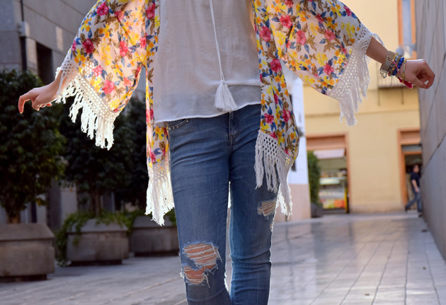 Zara Kimono with fringe in hippie style by fashion blogger