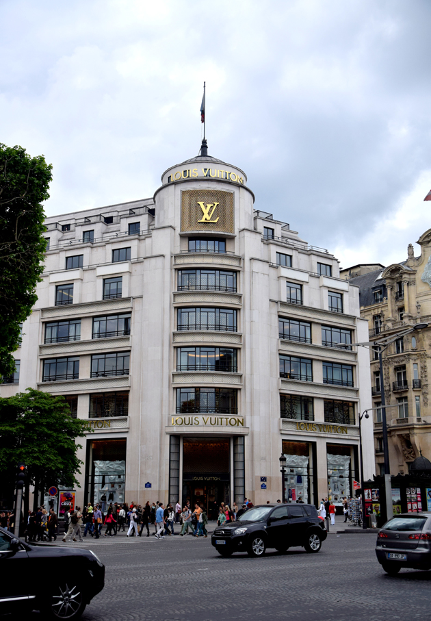 the building of louis vuitton in paris on champs de elysees