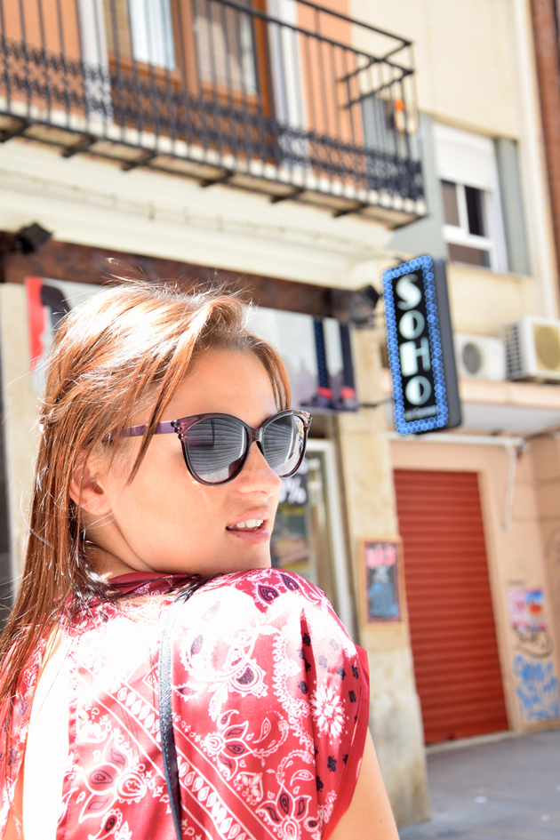 beautiful girl with sunglasses walking around the city