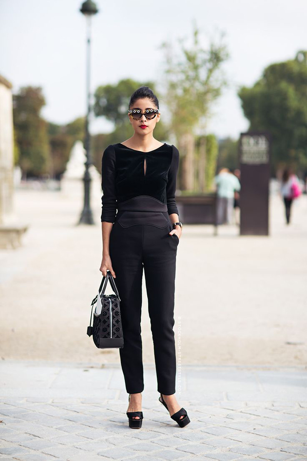 woman wearing black pants and black blouse