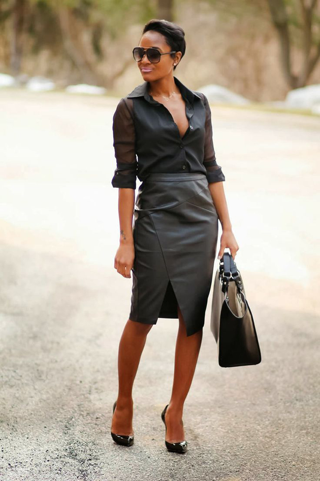 woman wearing black pencil skirt and black shirt