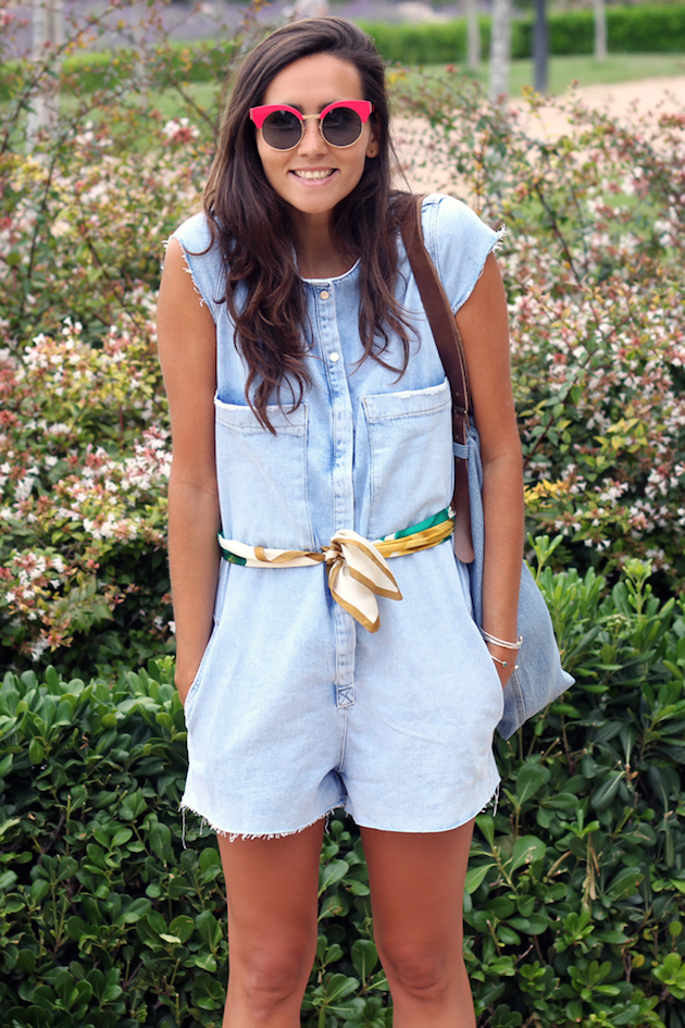 Fashion blogger wearing overalls from Zara and scarf as a belt