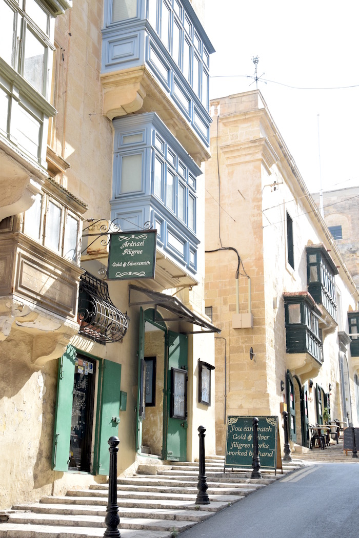 traveling to malta. houses in Valletta