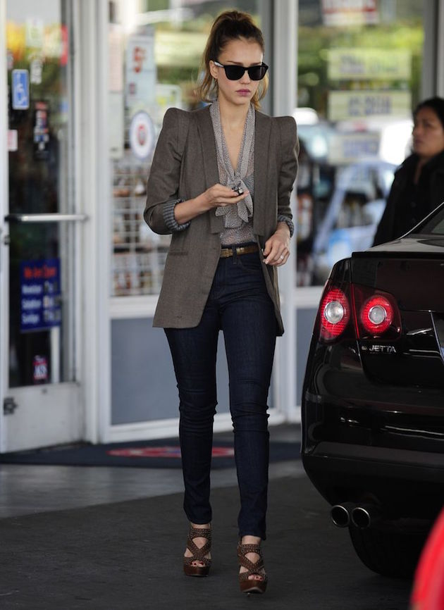 jessica alba wearing a great office style