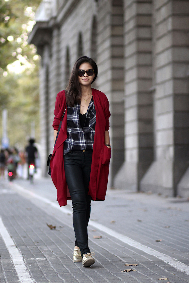 02-red-trench-coat-plaid-shirt-waxed-jeans-karen-walker-sunglasses-isaac-mizrahi-golden-espadrilles-zara-autumn-fall-ootd