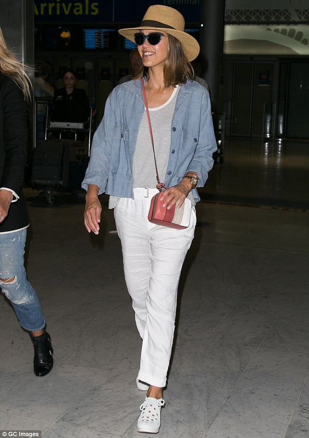 jessica alba wearing white pants