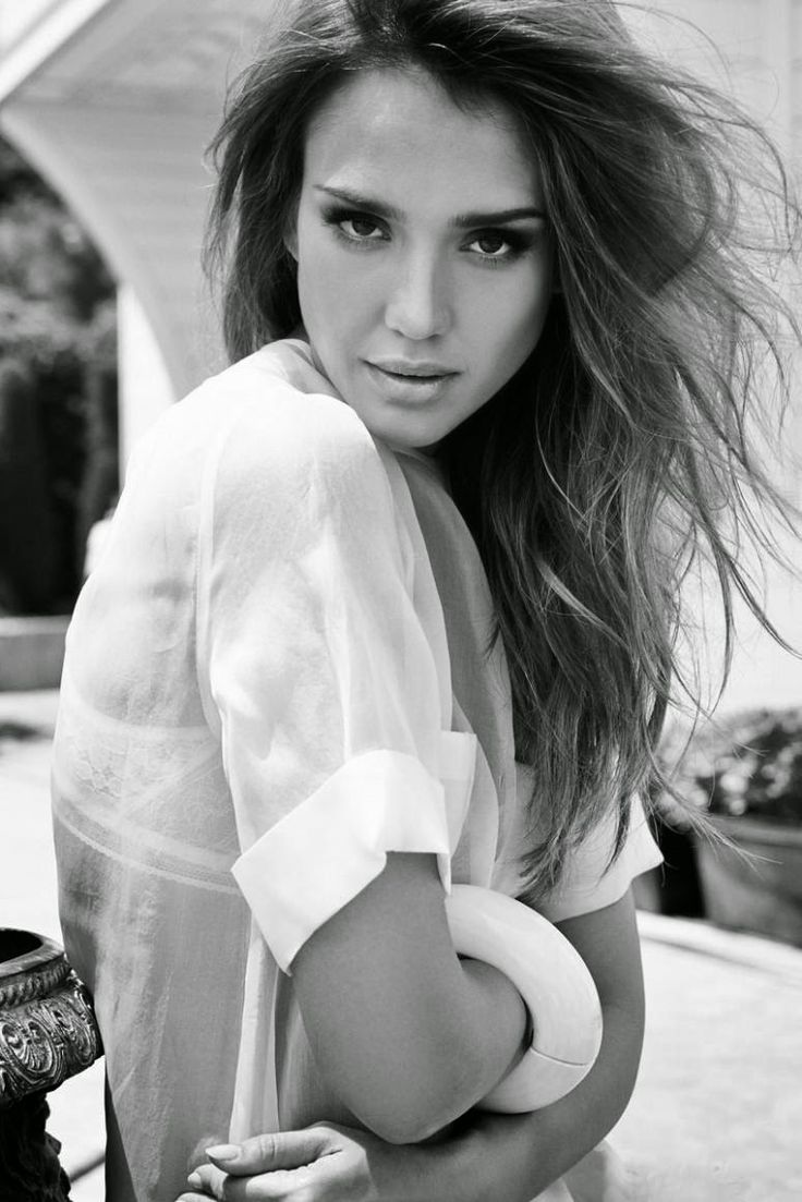jessica Alba sexy in black and white