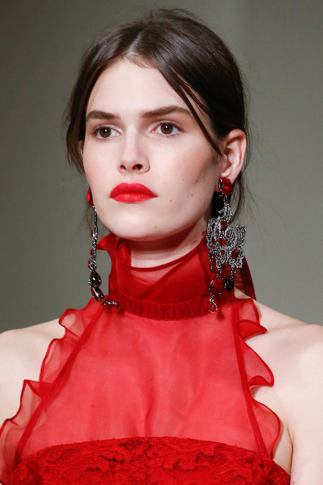 OSCAR DE LA RENTA MAKEUP AND EARRINGS