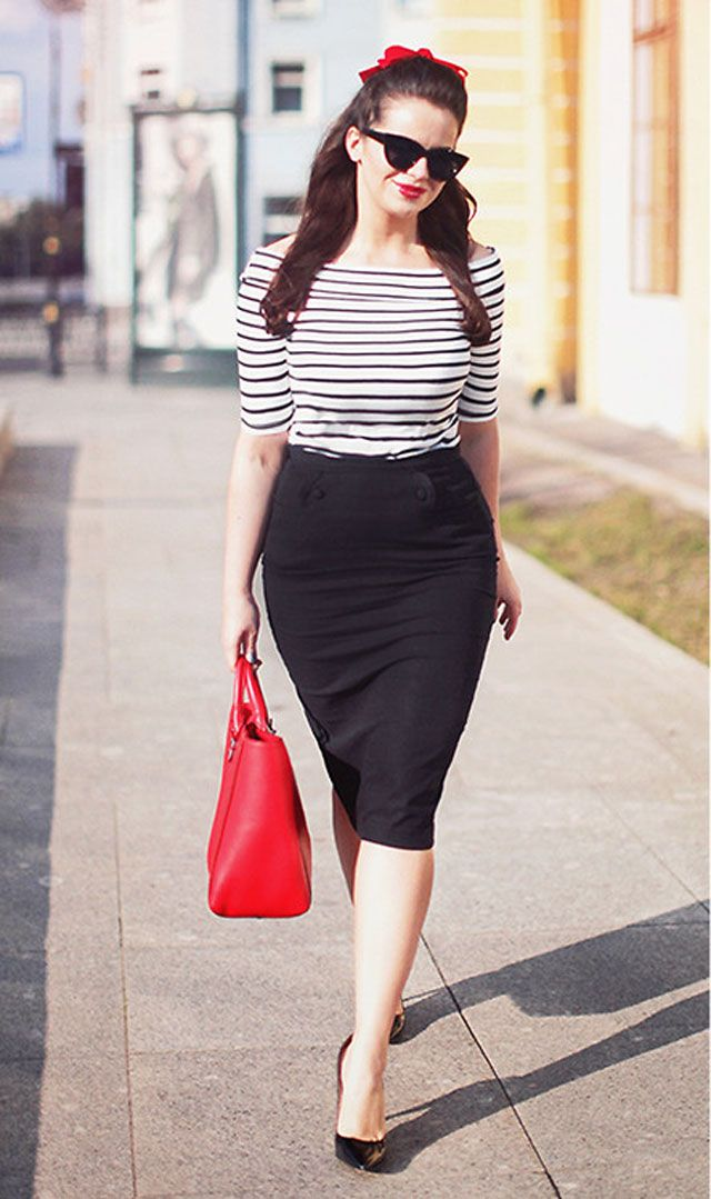woman wearing a black pencil skirt for the office