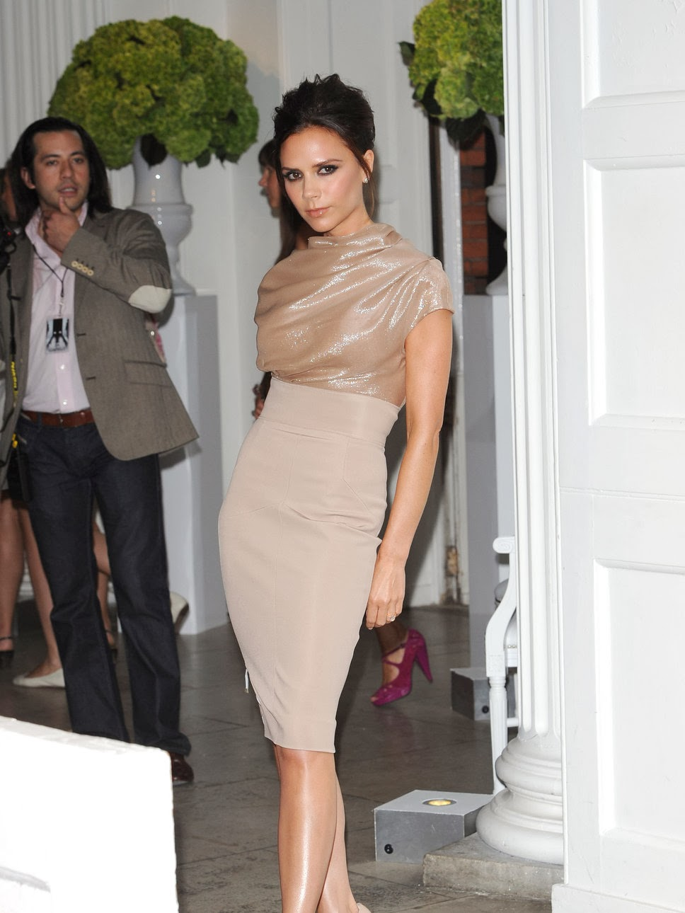 victoria_beckham_beige_dress