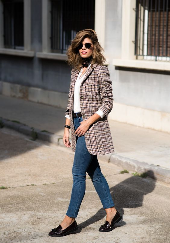 autumn look with jeans and blazer