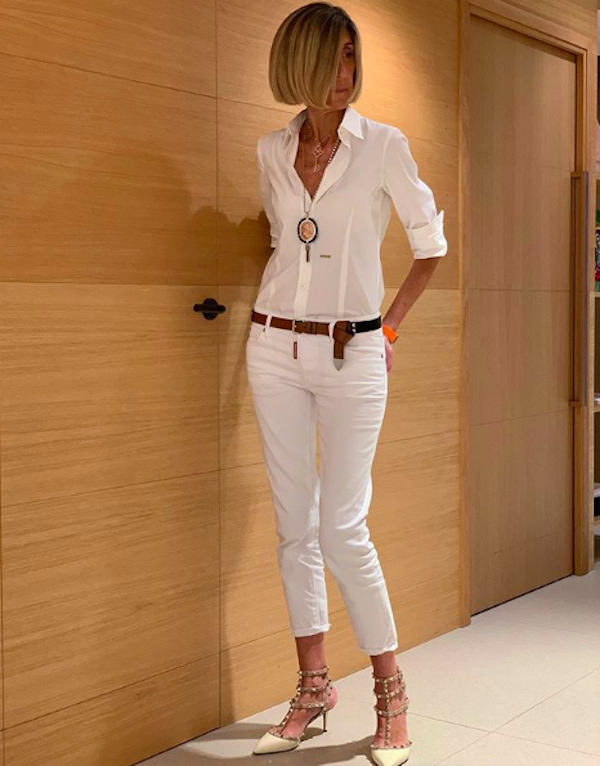 how to wear white pants with white shirt